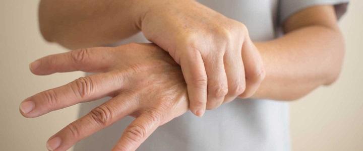 Dikkat bu vitamin eksikliği ellerde titremeye neden oluyor