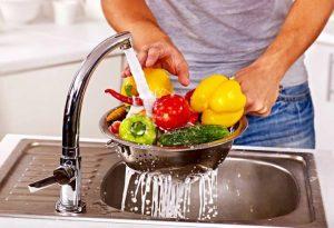 Read more about the article Sebze ve meyveyi sirke yerine bakın ne ile yıkamalıymışız